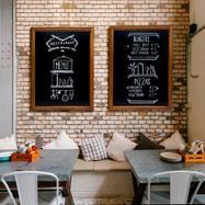Křídová tabule s dřevěným rámem