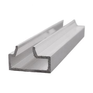 Drážkový hliníkový profil násuvného lamelového systému